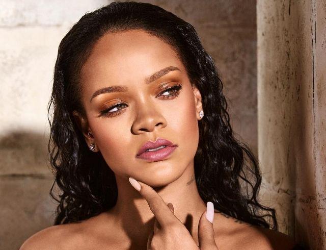 Рианна заинтриговала эротичными снимками для рекламы собственного бренда (ФОТО 18+)