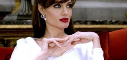 """Почему Джоли не было на церемонии """"Золотой глобус 2020"""": другие приоритеты или нежелание быть """"третьей лишней""""?"""