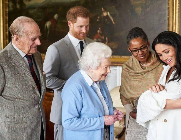 Это случилось: герцоги Сассекские откололись от королевской семьи (заявление пары и сенсационные подробности)
