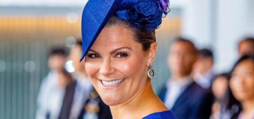 Принцесса Швеции в бархатном костюме, который сильно полнит