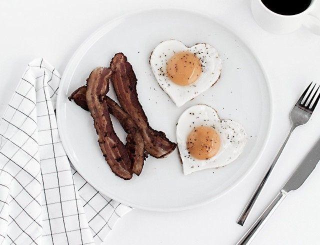 Утро с любимым: 5 вариантов завтрака ко Дню святого Валентина