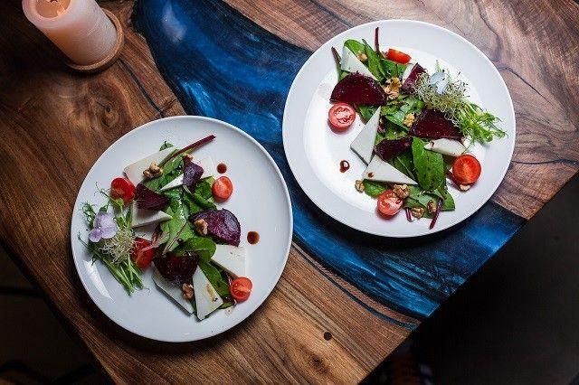 Обновленное меню от ZELYONKA: natural wine и блюда с Beyond Meat