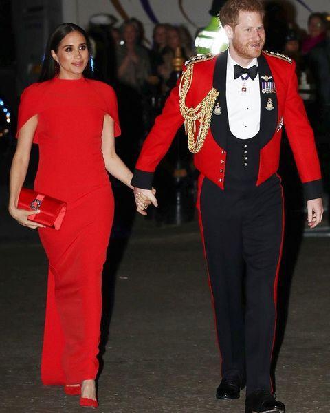 Роскошный выход Меган Маркл и принца Гарри: внук королевы появился в последний раз в качестве генерал-капитана Королевской морской пехоты (ФОТО)