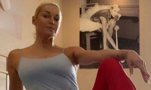 С ног на голову: Волочкова надела балетную пачку вместо шляпы