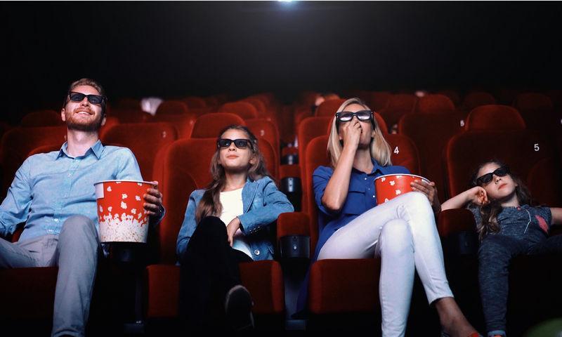 Стало известно, когда откроются кинотеатры и музеи России