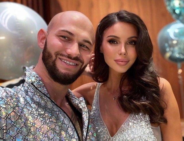 Передумали разводиться? Оксана Самойлова и Джиган забрали заявление из суда