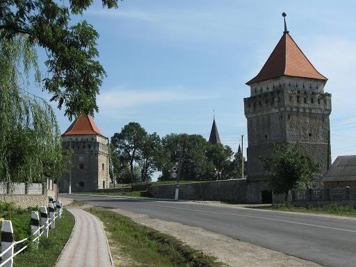 Международный день прогулки: небанальные города Украины, в которых стоит неспешно погулять