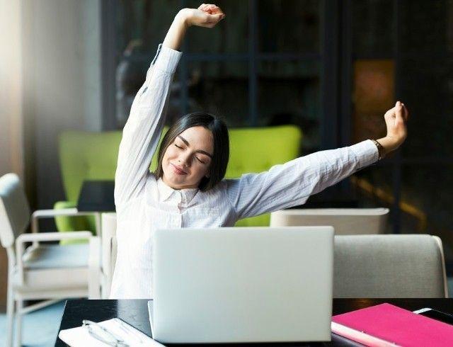Какие упражнения для спины можно делать прямо на рабочем месте?