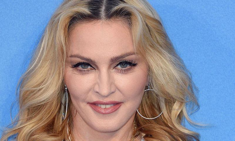 61-летняя Мадонна выложила фото топлес, а ее попросили одеться