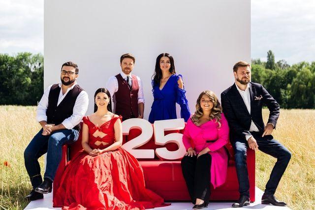 """Канал """"1+1"""" отмечает 25-летие: смотрите яркий ролик с украинскими звездами ТВ и шоу-бизнеса к юбилею"""