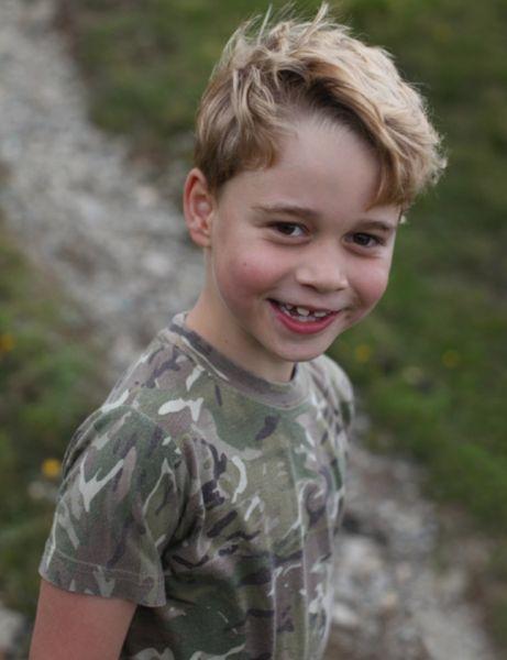 Принцу Джорджу исполняется 7 лет: Кейт Миддлтон поделилась новыми фото очаровательного сына