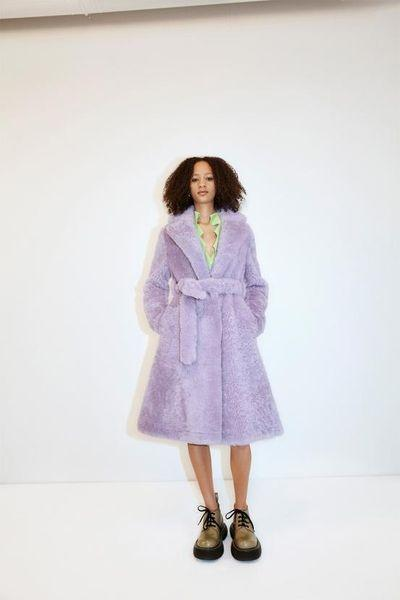 Махровый халат, бабушкин свитер и трикотаж: Bottega Veneta показали, какую одежду носить после карантина (ФОТО)