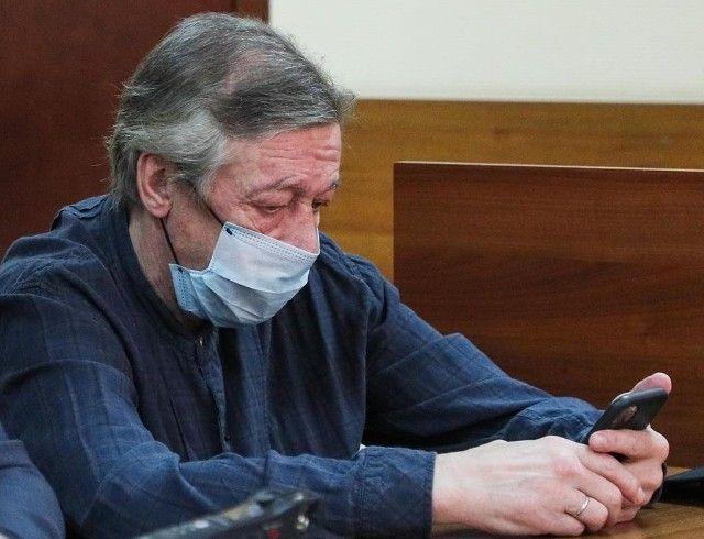 Михаил Ефремов не признал в суде свою вину в ДТП, так как ничего не помнит
