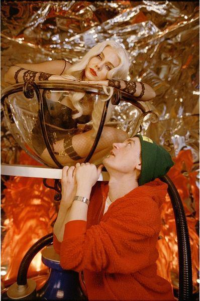 """16 тонн арбузов, 72 часа съемок и режиссер — Александр Гудков: смотрите премьеру """"Догорає кальян"""" певицы To-ma"""