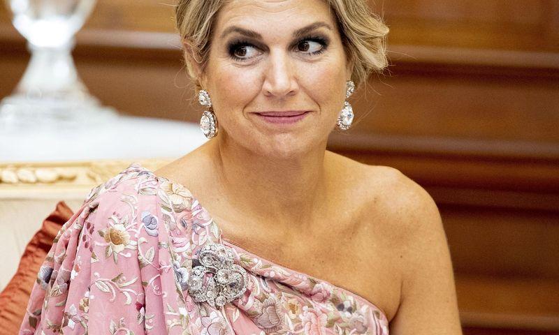 Королева Нидерландов надела платье, которое на ней трещит по швам